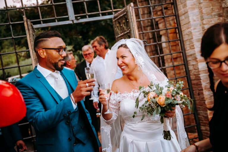 festa di ricevimento dopo matrimonio in un castello di siena