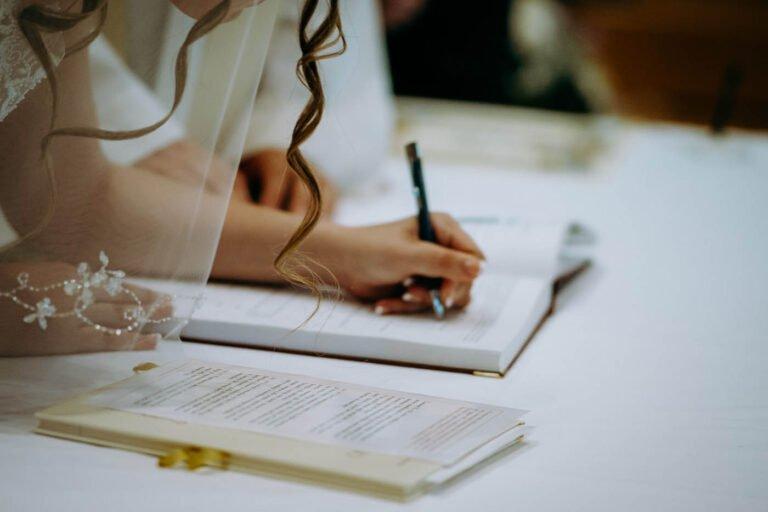 foto di reportage della cerimonia di matrimonio religioso in chiesa in toscana